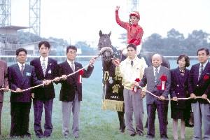 日刊競馬で振り返る名馬 - ナリ...